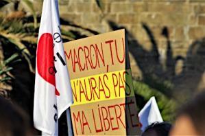 Pancarte contre la loi sécurité globale